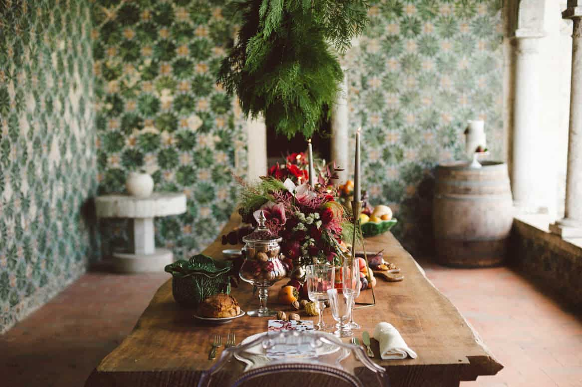 colorful table setting for elopement with Como Branco weddings at Quinta da Bacalhoa